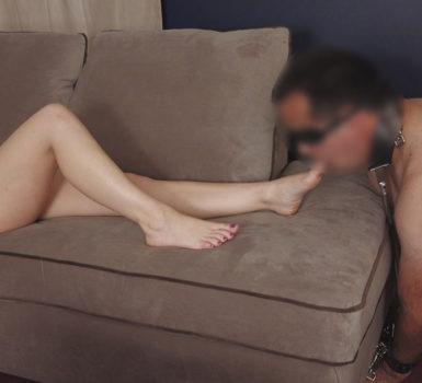 Ragazza col suo schiavo mentre il marito guarda